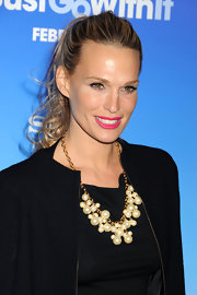 Molly Sims pulled her curled blond locks back in a sleek ponytail.