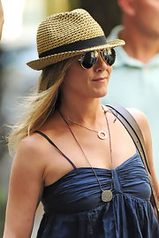 Jennifer topped off her summery look with a straw fedora.