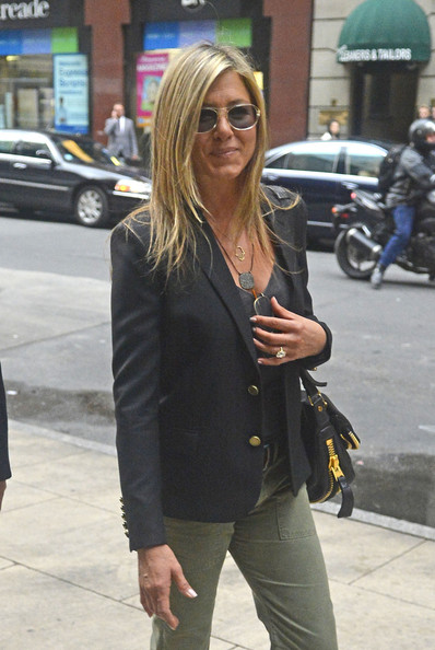 More Pics of Jennifer Aniston Blazer (5 of 7) - Jennifer Aniston Lookbook - StyleBistro