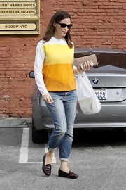 In need of an unfussy style for a day filled with shopping, Jennifer opted for these faded boyfriend-fit jeans.