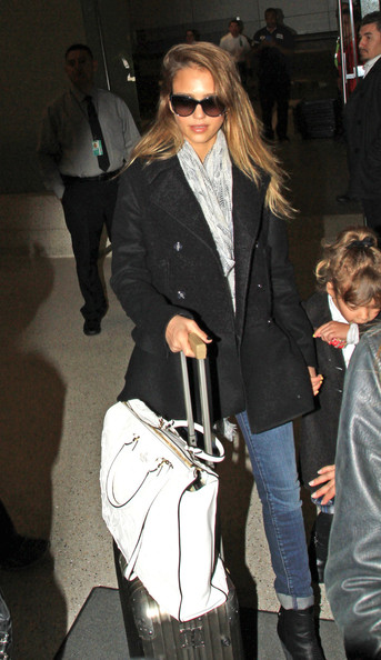 Jessica Alba and Her Daughter Arrive in LA