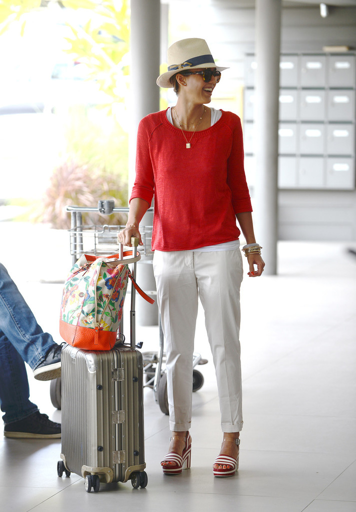 Jessica Alba and Nicole Richie Head to the Airport