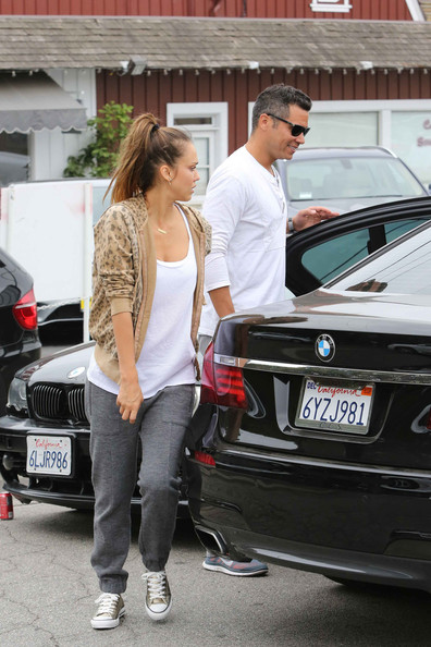 More Pics of Jessica Alba Hoodie (1 of 36) - Jessica Alba Lookbook - StyleBistro