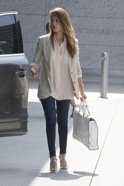 More Pics of Jessica Alba Skinny Jeans (1 of 14) - Jeans Lookbook - StyleBistro