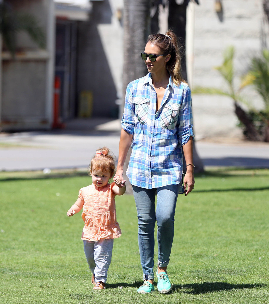 Jessica Alba and Family at the Farmers Market