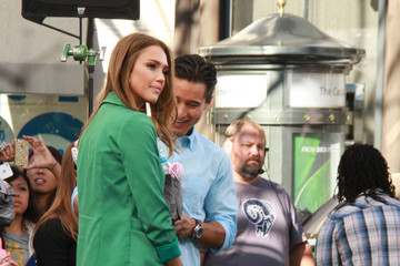 Jessica Alba Mario Lopez Jessica Alba and Others Interviewed for 'Extra'
