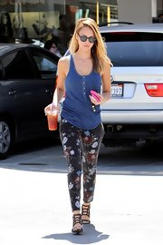Jessica gave the printed pant trend a spin in a cropped pair of flower-adorned jeans.
