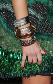 Jessica went for a tribal theme, while attending this movie premiere. She rocked a peacock feathered dress and accessorized with these antique looking bangle bracelets. Love her red nail polish.
