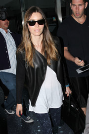 Jessica Biel arrived at LAX sporting a pair of rectangular sunglasses.