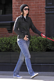Emily Blunt takes a stroll in NYC wearing a pair of blue sneakers with her ultra-casual ensemble.
