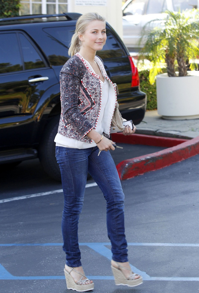 Julianne Hough Skinny Jeans - Julianne Hough Looks ...