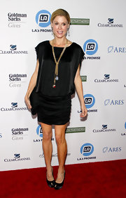 Julie Bowen topped off her outfit at the LA Promise gala with classic black satin pumps.