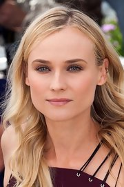 Diane Kruger created her softly defined eyes with neutral shades of shadow and a light application of mascara.