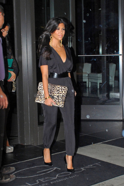 http://www2.pictures.stylebistro.com/pc/Kardashian+sisters+wearing+black+leave+their+1u2qsfFeH23l.jpg