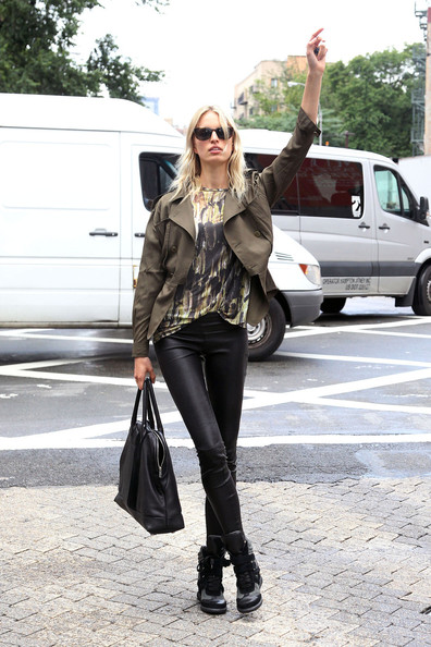 Karolina Kurkova Catches a Cab