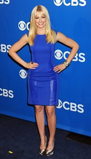 Beth Behrs paired shiny pewter satin platform pumps with her blue bodycon dress at the CBS Upfronts.
