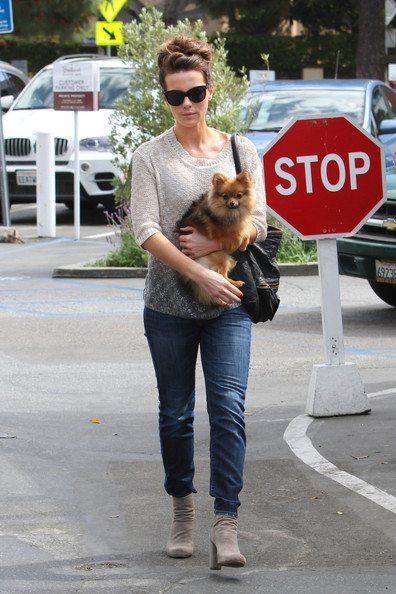 Kate Beckinsale Out With Her Dog