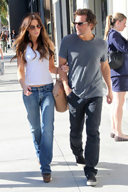 Len went for a stroll with wife Kate in gray cargo pants.