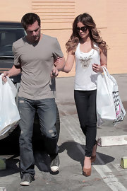 Kate Beckinsale went shopping in tan platform leather pumps.