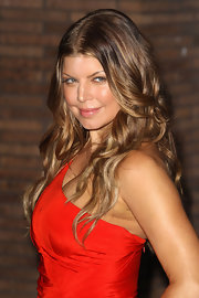 Fergie added a little bounce to her two-tone locks with tousled waves that were perfect for the occasion.