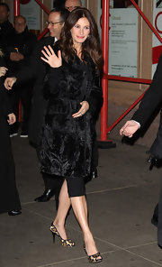 Julia bundles up in a fur coat for the Glamour awards. Her leopard print shoes also show her wild side!