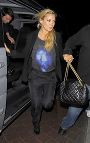 Kate Hudson paired her cool trousers and blazer with a quilted shoulder bag.