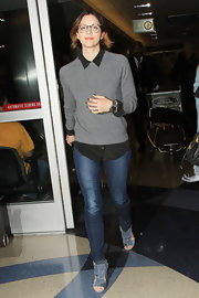 Katharine McPhee chose a pair of skinny jeans to wear with her black button down and gray sweater.