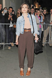 Keira Knightley paired her high-waisted trousers with flat cognac oxfords.