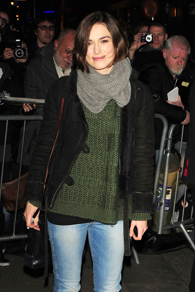 More Pics of Keira Knightley Knit Scarf (1 of 4) - Knit Scarf Lookbook - StyleBistro