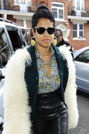 Kelis rocked cat-eye sunglasses while traveling through the streets of London.