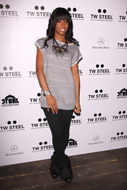 Kelly Rowland topped off her look with black fur-accented ankle boots.