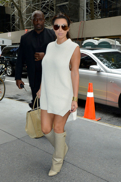 Sweater Dress2 Pics Kim More Of Kardashian 14 MVSpjzLqUG