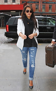 Kim Kardashian showed her style savvy in these torn skinny jeans and a sophisticated blazer.