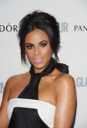 Rochelle Wiseman glammed it up in pastel pink lipstick.