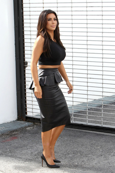 More Pics of Kim Kardashian Crop Top (1 of 13) - Crop Top Lookbook - StyleBistro
