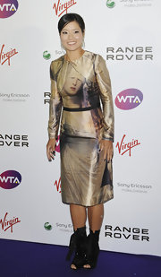 Li Na's shimmery long-sleeve dress at the pre-Wimbledon party looked like a Renaissance painting.