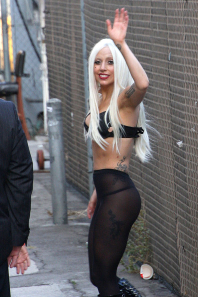 http://www2.pictures.stylebistro.com/pc/Lady+Gaga+waves+fans+after+performing+Jimmy+sBr49NWzQy-l.jpg