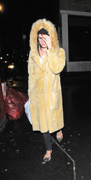 More Pics of Lana Del Rey Fur Coat (3 of 6) - Lana Del Rey Lookbook - StyleBistro