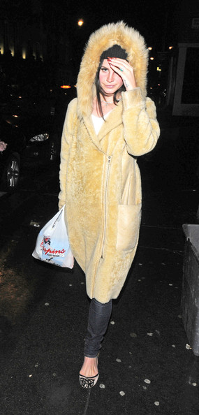More Pics of Lana Del Rey Fur Coat (2 of 6) - Lana Del Rey Lookbook - StyleBistro