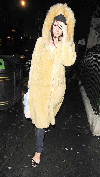 More Pics of Lana Del Rey Fur Coat (1 of 6) - Lana Del Rey Lookbook - StyleBistro