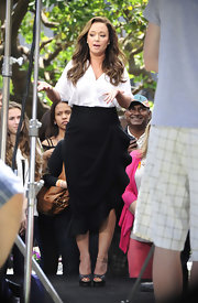 A ruffled pencil skirt gave Leah Remini a sleek and professional look on 'Extra.'