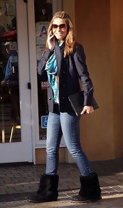 Maria Menounos added polish to her casual look with a navy double-breasted blazer.