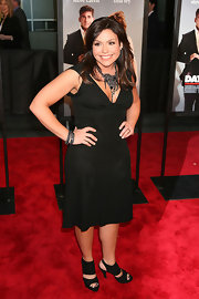 Rachel Ray came out from behind the stove to strut her stuff on the red carpet and we like what she's got goin'. She kept it simple but classy in a LBD and a pair of slingback heels.