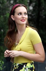Leighton's ombre tresses were styled with the perfect wave (and adorable headband!) on the 'Gossip Girl' set.