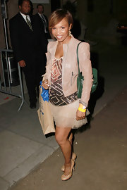 Elise Neal added contrast to her look with a forest green purse.