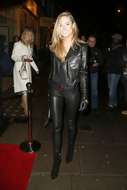 Kimberley Garner completed her rocker look with black leather pants.