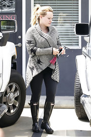 After taking a Pilates class, Hilary headed out wearing a pair of black rubber boots.