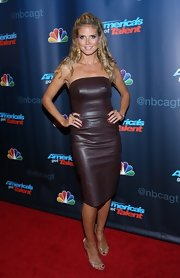 Heidi showed off her figure with this burgundy strapless leather dress.