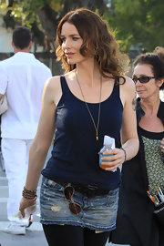 Saffron Burrows looked sexy and laid-back in a navy tank top.