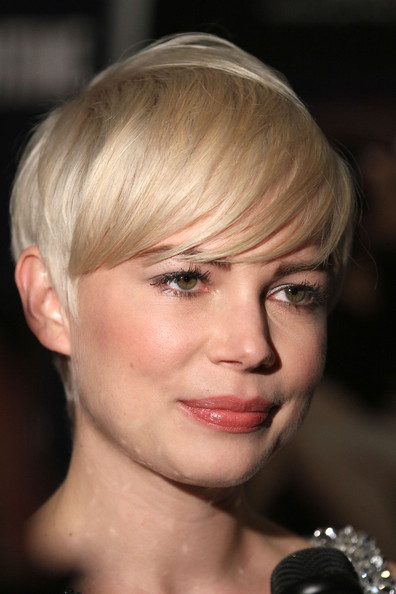 michelle williams short hair images. Michelle Williams wears a